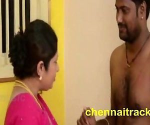 Tamil Aunty Seducing..