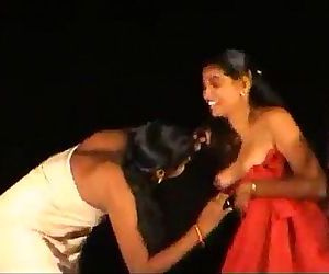 dance 2 vellage girls -..
