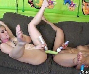 Live Lesbian Threesome..