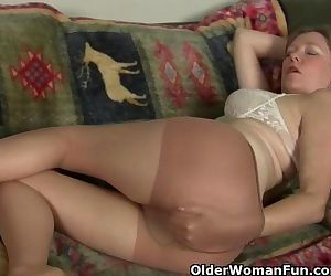 Mom\'s pussy gets so wet..