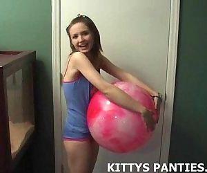 18yo teen Kitty throws..