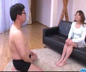 Hot milf Reina Nishio..