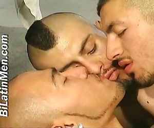 bilatin men kissing and..
