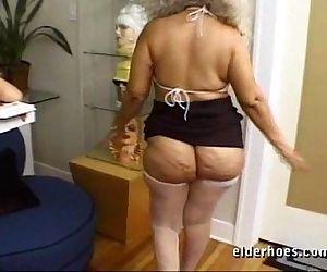 Mature MILF Granny in..