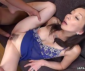 Mature slut gobbling on..