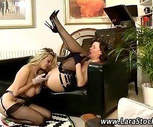 Milfs lesbian pussy oral