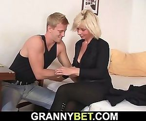 Old mature blonde sucks..