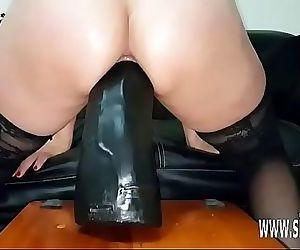 Sarah fucks colossal..
