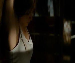 Alexandra Daddario -..