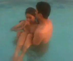 Schwimmen pool nackt Was Bedeutet