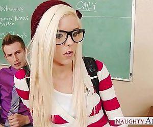 Geeky schoolgirl Halle..