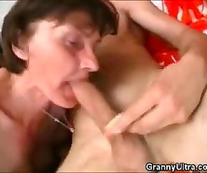 Granny Uses Dentures..
