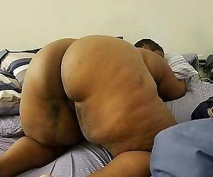 BIG BUTT BBW GETS SOME..