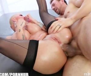 Big-booty blonde Joslyn..