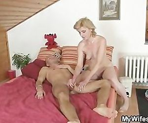 Horny guy drills his..