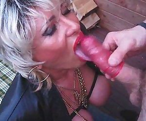 Piss Busty Blonde Mom..