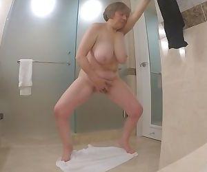60+ GILF masturbates..
