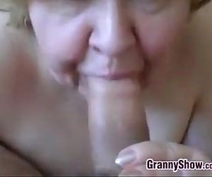 Amateur Granny Gives A..