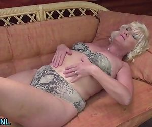 Blonde mature fingering..