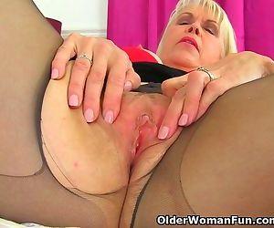 English gilf Lady..