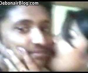 Desi Babhi kissing..