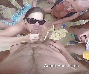 bukkake sur la plage..
