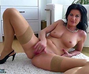 MILF masturbating in..