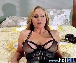 Hot Sex Scene On Huge..
