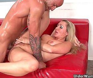 Blonde milf Lisa De..