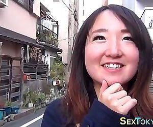 Japanese babes flashing..