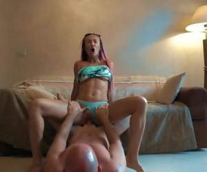 YOUNG GIRL SUCK AND..